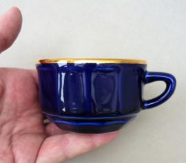 Apilco petit creme koffie kopje zonder schotel donkerblauw met goud