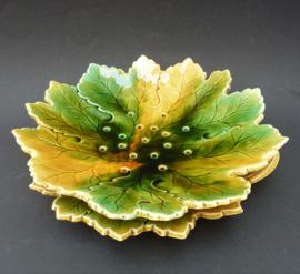 Sarreguemines barbotine bladvormige fruittest met onderbord