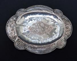 Riau Sumatra antiek gehamerd zilveren bord