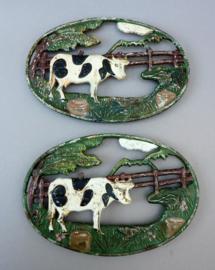 Brocante gietijzeren onderzetters koe - set van twee