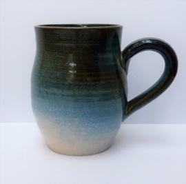 Studio pottery mok van geglazuurd aardewerk