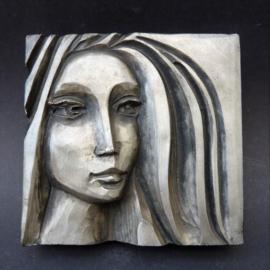 Mid Century polystone wandsculptuur Vrouw