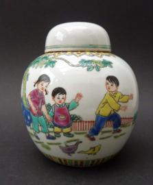 Chinese Jingdezhen 1970 porseleinen gemberpot met spelende kinderen