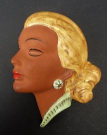 Thomasch Mid Century terracotta vrouwenkopje wandmasker