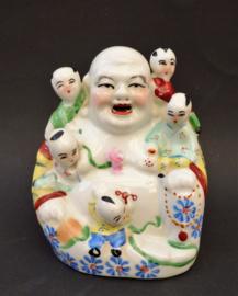 Chinees 1950 porseleinen beeld Happy Buddha met spelende kinderen