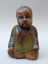 Chinees houten beeldje mediterende jongen