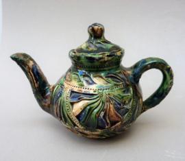 Fries kerfsnede aardewerk miniatuur theepot