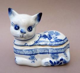 Vintage Chinees blauw wit porseleinen sieradendoosje in de vorm van een kat