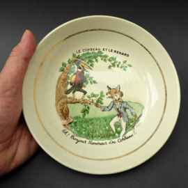 Luneville faience kinderbordje Jean de la Fontaine Le corbeau et le renard