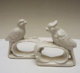 Porseleinen vogeltjes servetringen