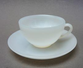 Arcopal witte opaalglazen espresso kop en schotel
