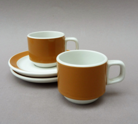 Sarreguemines Pyroblan twee okergele espresso of petit creme kopjes
