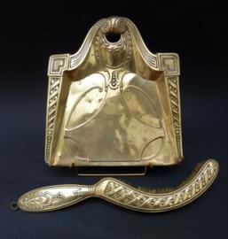 Art Nouveau messing tafelblik met schuier
