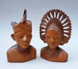 Balinees houtsnijwerk bruidsbeelden