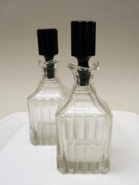 Art Deco glazen olie en azijn flessen met zwarte stop