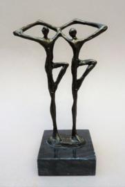 Corrie Ammerlaan van Niekerk Artihove verbronsd beeldje Dansers