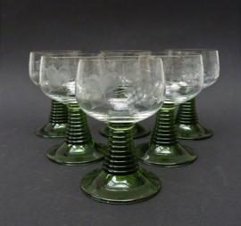 Kristallen roemer op groene voet met wijnrank decoratie - set van 6