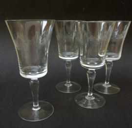 Kristallen Mid Century wijnglazen met guirlande gravure