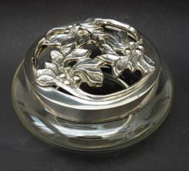 Grote glazen bloemsteker met verzilverd deksel