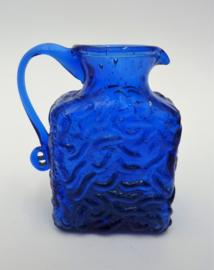 Kobaltblauw glazen kannetje
