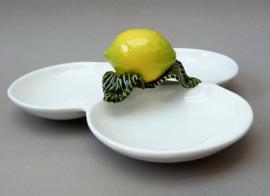 Bordallo Pinheiro barbotine hapjesschaal met opgelegde citroen
