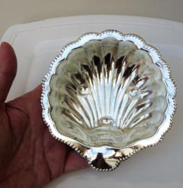 Engelse verzilverde boter schelp met glazen binnenbak