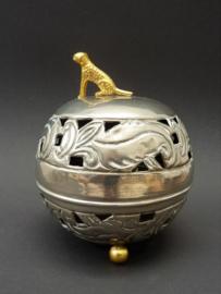 Antiek zilvertinnen potpourri doosje gedecoreerd met gouden panter