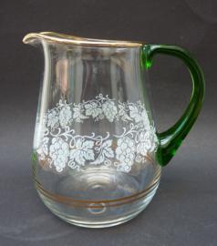 Glazen kan met druiven decoratie