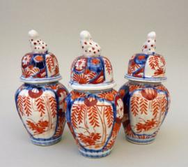 Japans Meiji Imari porseleinen driedelig kaststel