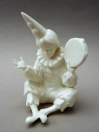 Wit porseleinen beeldje pierrot clown met tamboerijn
