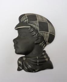 L'Ancora / Kroon - Vijftiger jaren reliëfkopje van een jongen