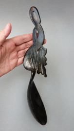 Antieke aziatische handgesneden benen lepel met draak