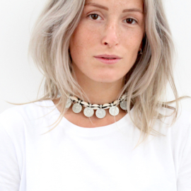 COIN SHELL CHOKER