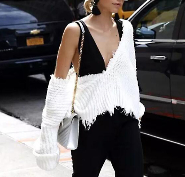 OFF SHOULDER SWEATER - white