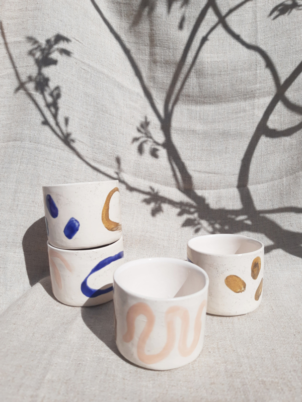 SET OF EARLESS WHITE MUGS ANNA
