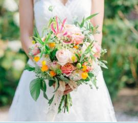 Bruidsboeket biedemeijer luxe