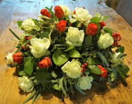 Biedemeijer rode en witte rozen 40 cm