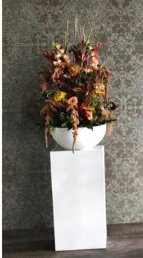 Zuil met bloemstuk