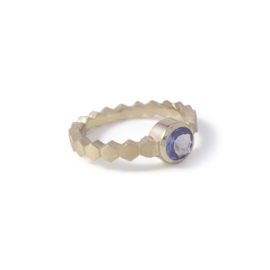 Yellowgold Hexa ring with a 6 mm tanzanite