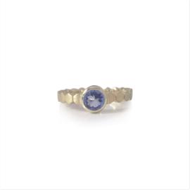 Geelgouden Hexa ring met 6 mm Tanzaniet
