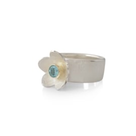 Silver ring with apatite gemstone