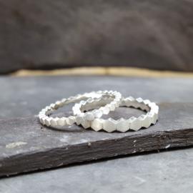 Hexa ring medium