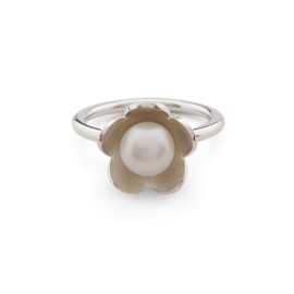 Silver flower ring with freshwater pearl