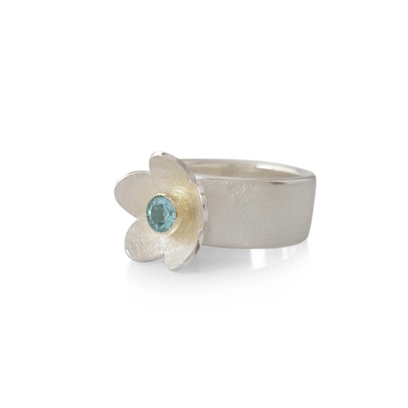 Zilveren ring met apatiet in geelgouden zetting