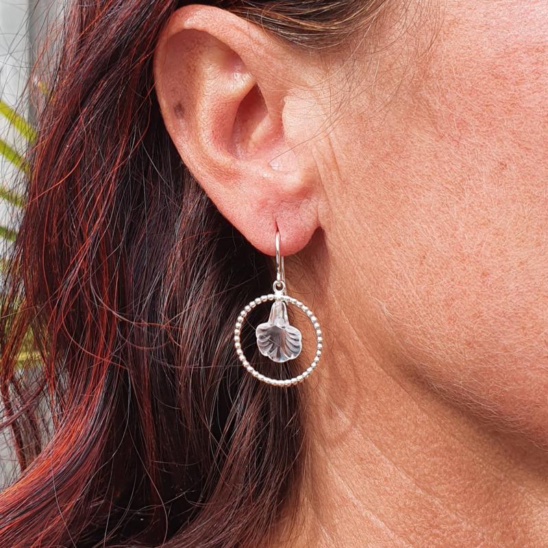 Zilveren bergkristal bloemen oorbellen
