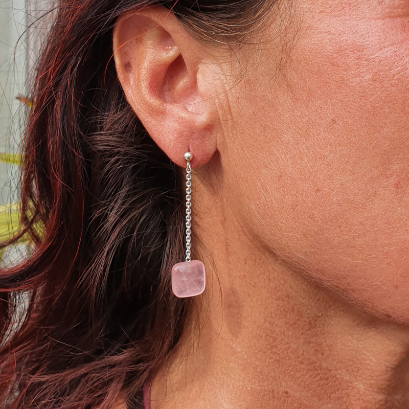 Zilveren oorbellen lang met rozekwarts