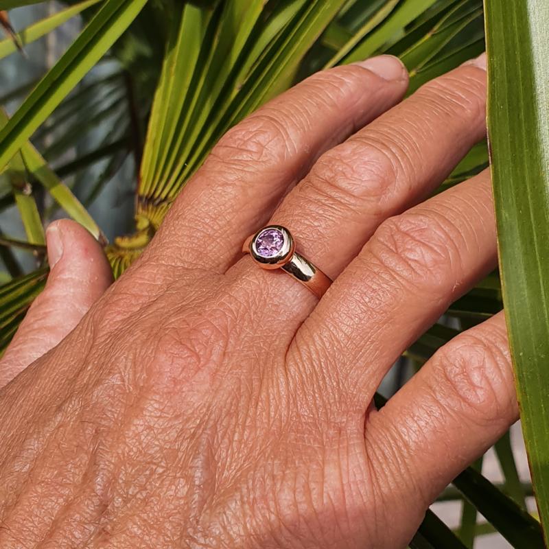 Rosegouden ring met roze saffier