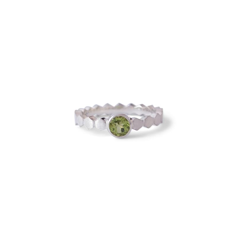 Zilveren Hexa ring met peridoot