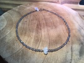 Labradoriet met bros stukje bergkristal