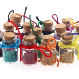 Geluks flesjes 22 x 12 mm met micro beads p/16 stuks